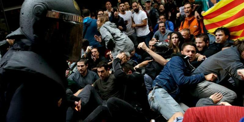 Polizeieinsatz - Foto: Manu Fernandez