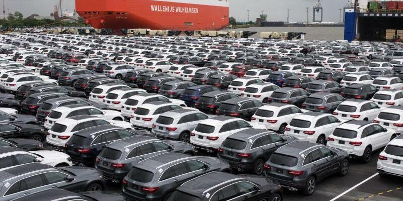 Autoterminal in Bremerhaven - Foto: Neuwagen von Mercedes-Benz auf dem Autoterminal in Bremerhaven. Foto:Ingo Wagner