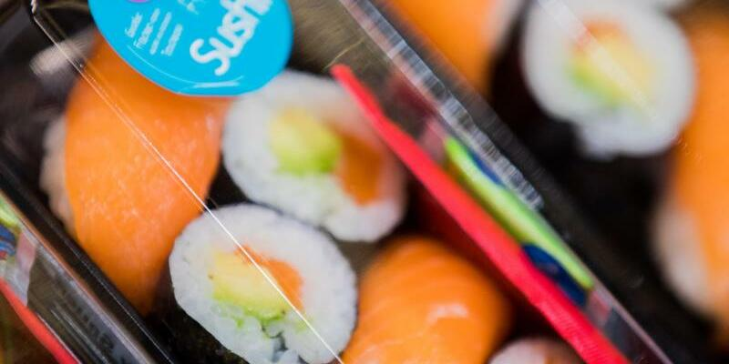 Sushi im Supermarkt - Foto: Rolf Vennenbernd