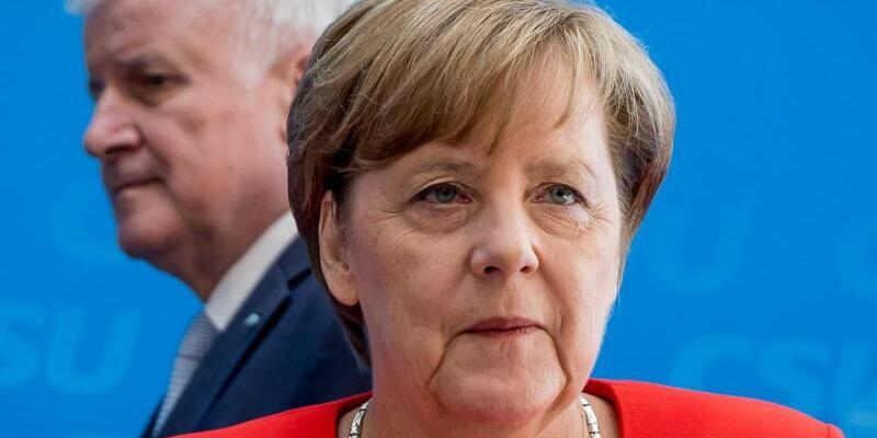 Merkel und Seehofer - Foto: Michael Kappeler/Archiv