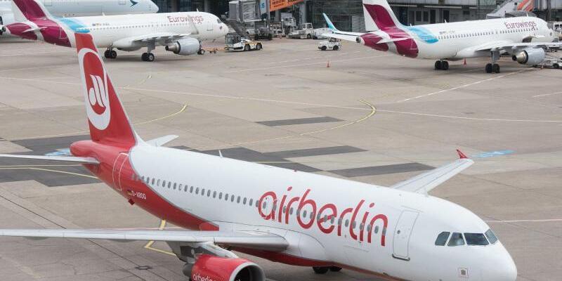 Air-Berlin-Maschine auf dem Flughafen Düsseldorf - Foto: Bernd Thissen/Archiv