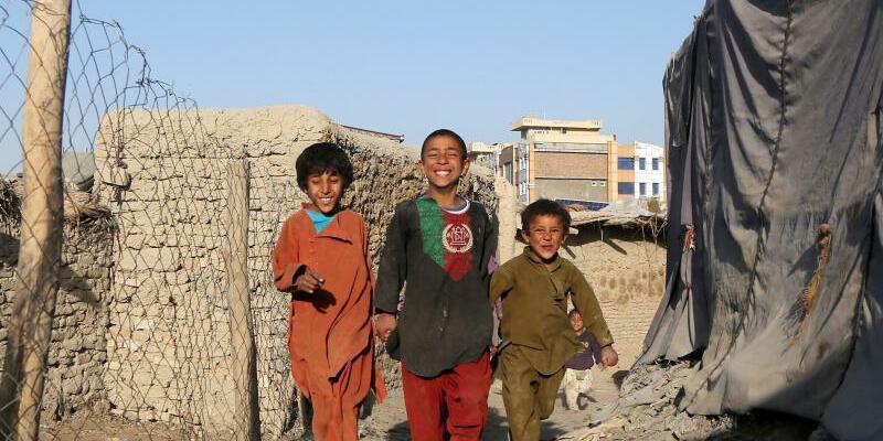 Geflüchtete Kinder - Foto: Aus anderen Landesteilen geflüchtete Kinder in Kabul. Foto:Hedayatullah Amid