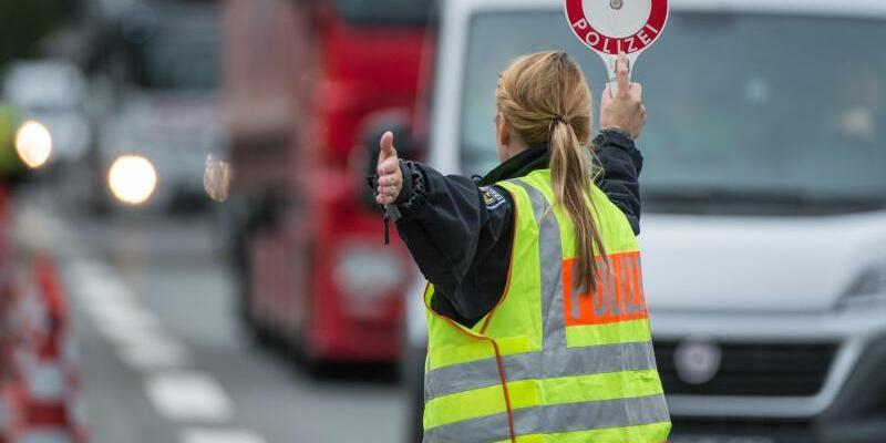Grenzkontrollen - Foto: Thomas de Maizière erklärt:«Eine vollständige Rückkehr zu einem Schengenraum ohne Kontrollen an den Binnengrenzen ist erst möglich, wenn die Entwicklung der Gesamtlage dies zulässt.» Foto:Matthias Balk