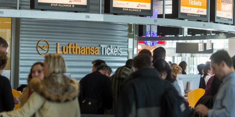 Lufthansa-Schalter - Foto: Matthias Balk
