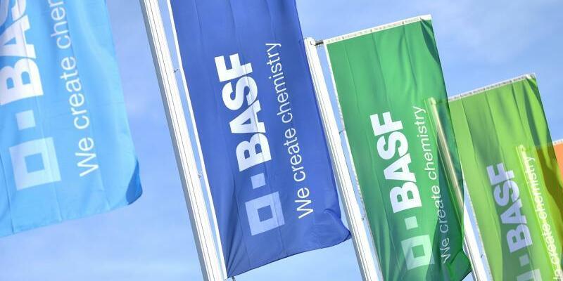 BASF - Foto: Zuletzt hatte BASFmit der Absicht von sich reden gemacht, für 5,9 Milliarden Euro Teile vom Geschäft des Rivalen Bayer zu übernehmen. Foto:Uwe Anspach