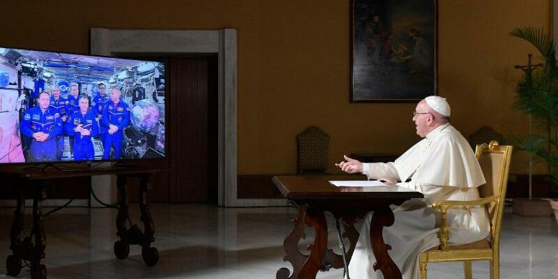 Papst Franziskus telefoniert mit dem All - Foto: L'Osservatore Romano