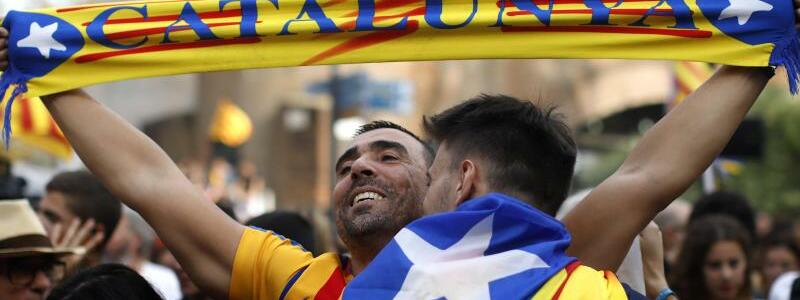 Jubelnde Katalanen - Foto: Emilio Morenatti