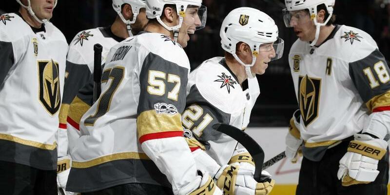 NHL-Neuling - Foto: Die Vegas Golden Knights feiern mit dem Sieg über Colorado Avalanche ihren fünften Sieg in Serie. Foto:John Locher