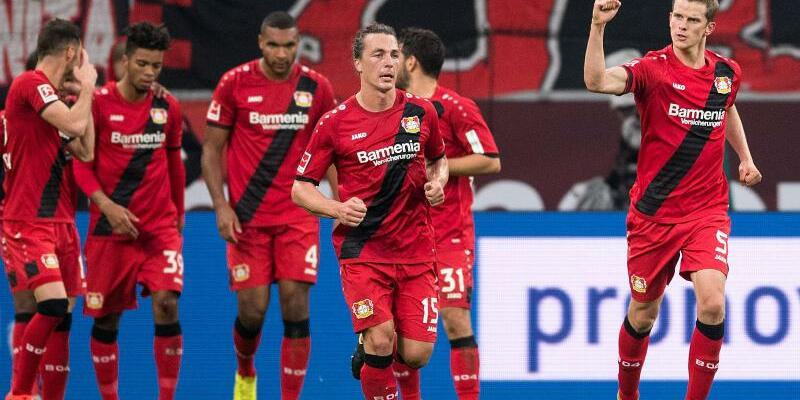 Bayer Leverkusen - 1. FC Köln - Foto: Großer Jubel: Leverkusens Sven Bender (r) hat das 2:1 gegen Köln klargemacht. Foto:Marius Becker