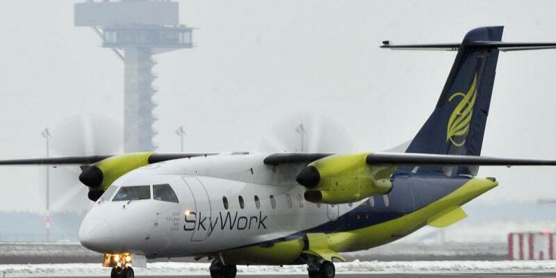 Fluggesellschaft Skywork - Foto: Bernd Settnik/Archiv