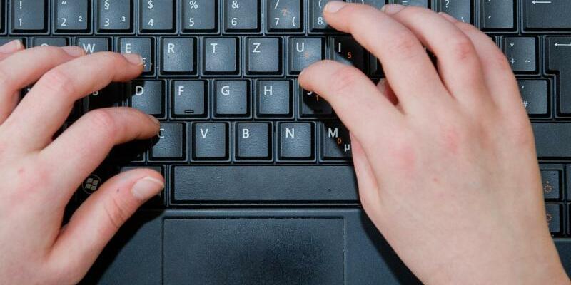 Kind am Computer - Foto: Ole Spata/Illustration