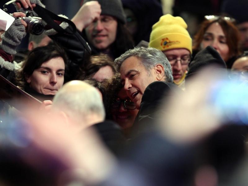 George Clooney mit Fans - Foto: über dts Nachrichtenagentur