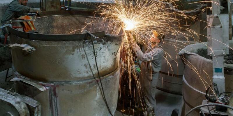 Fachkräfte in einer Gießerei - Foto: Jens Büttner
