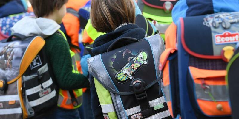 Schulkinder - Foto: Arne Dedert