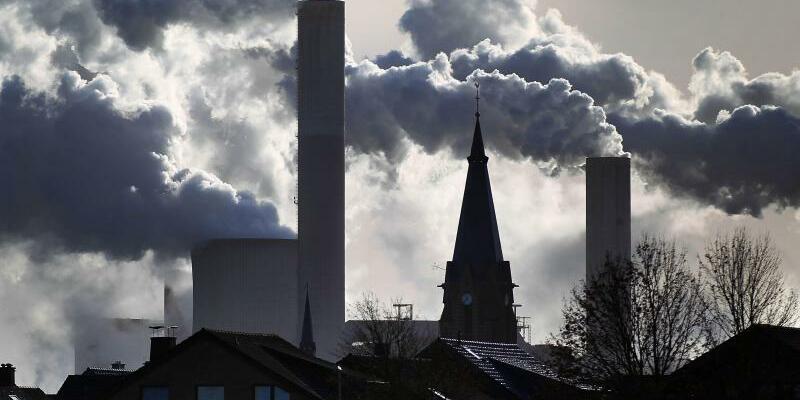 Braunkohlekraftwerk - Foto: Oliver Berg/Illustration