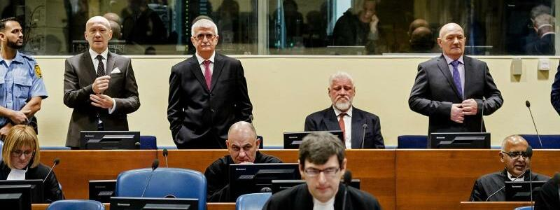 Die Angeklagten - Foto: Robin Van Lonkhuijsen/ANP Pool