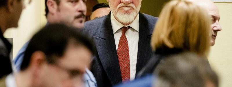 UN-Tribunal - Foto: Slobodan Praljak auf dem Weg in den Gerichtsaal des UN-Kriegsverbrechertribunals. Foto:Robin Van Lonkhuijsen