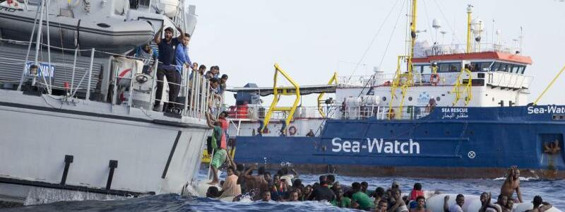 Rettungseinsatz im Mittelmeer - Foto: Lebensgefährliche Flucht aus der Armut:Libysche Flüchtlinge werden aus demMittelmeer gerettet. Foto:Lisa Hoffmann/Sea-Watch