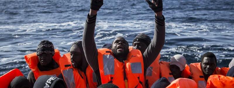Flüchtlinge auf dem Mittelmeer - Foto: Olmo Calvo