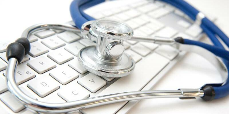 Stethoskop - Foto: Durch manipulierte Diagnosen können Kassen viel Geld aus dem Gesundheitsfonds erhalten. Foto:Andrea Warnecke