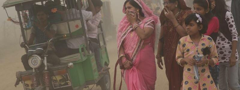 Smog in Neu Delhi - Foto: DichterSmog in Neu Delhi: Die Millionenmetropole muss immer öfter zu Notmaßnahmen wie Fahrverboten greifen. Foto:Harish Tyagi