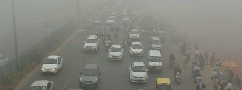 Smog in Delhi - Foto: Autos, Motorräder und Rikschas in Neu-Delhi: Nicht nur der Verkehr sorgt in der indischen Hauptstadt für krass überhöhte Schadstoffwerte. Foto:ND-KK
