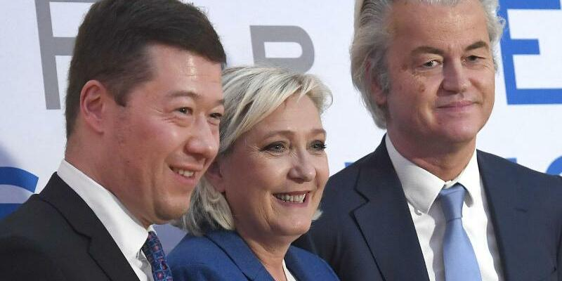 Rechtspopulisten - Foto: Der tschechische Rechtspolitiker Tomio Okamura (M.), die französische Rechtspopulistin Marine Le Pen und der niederländische Rechtspopulist Geert Wilders beim Kongress der EU-Parlamentsfraktion «Europa der Nationen und der Freiheit». Foto:Michal Krumphan