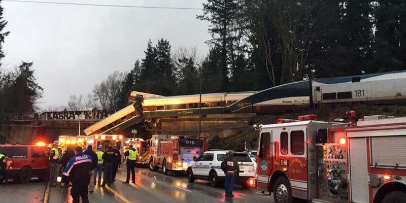 Bahnunglück in den USA - Foto: Brooke Bova, Washington State Patrol/AP