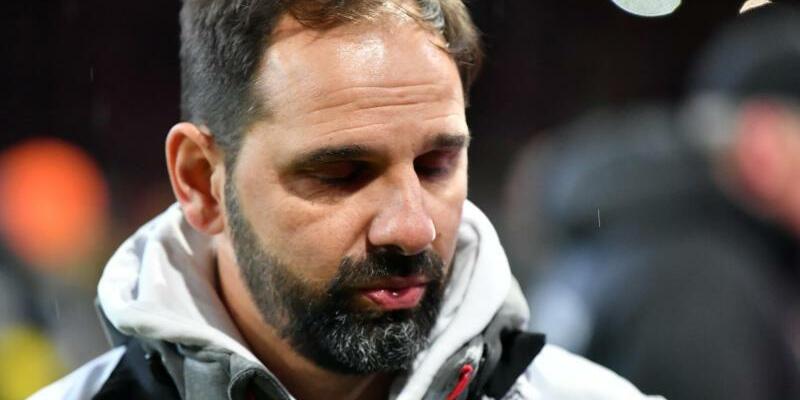 Erfolgszwang - Foto: Für Kölns Trainer Stefan Ruthenbeck geht es beim Spiel gegen Schalke um eine Empfehlung für die Vertragsverlängerung. Foto:Peter Kneffel