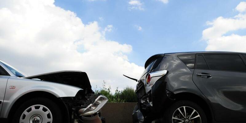 Autounfall - Foto: Unter anderem gab es am häufigsten wie im Vorjahr Konflikte mit KfZ-Versicherungen. foto: Daniel Reinhardt