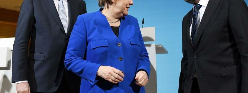 Merkel, Seehofer und Schulz - Foto: Maurizio Gambarini/Archiv