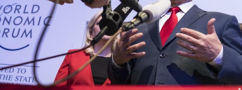Netanjahu in Davos - Foto: Laurent Gillieron