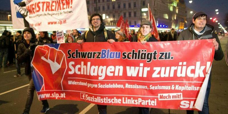 Protest in Wien - Foto: Fast die Hälfte der FPÖ-Abgeordneten im Nationalrat ist Mitglied in Burschenschaften. Foto:Georg Hochmuth