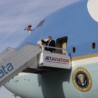 Air Force One - Foto: US-Präsident Donald Trump auf dem Weg zum Weltwirtschaftsforum in Davos. Foto:Evan Vucci
