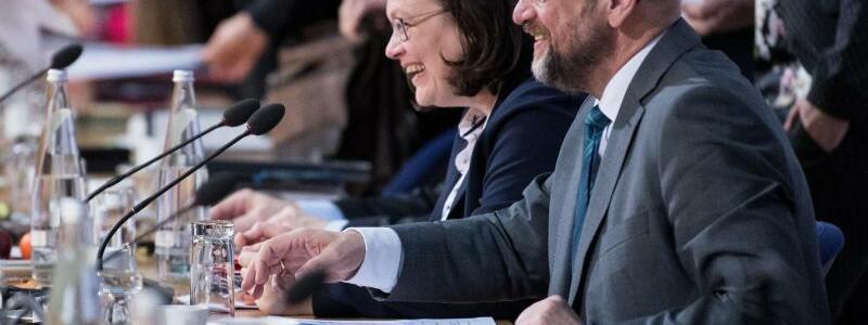 Koalitionsverhandlungen - Foto: Am Sonntag wollen sie fertig werden - eigentlich. In der entscheidenden Runde der GroKo-Verhandlungen müssen aber noch wichtige Streitpunkte vom Tisch. Foto:Bernd von Jutrczenka
