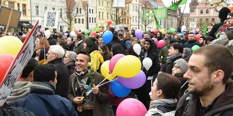 Demonstration für Weltoffenheit - Foto: Bernd Settnik