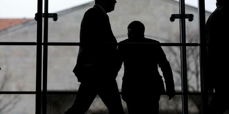 Koalitionsverhandlungen von Union und SPD - Foto: Selbst wenn sich die Unterhändler auf einen Koalitionsvertrag einigen, ist noch lange nicht sicher, ob eine neue schwarz-rote Regierung tatsächlich zustande kommt. Foto:Kay Nietfeld