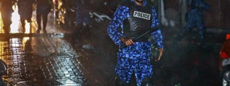 Polizeieinsatz - Foto: Mohamed Sharuhaan