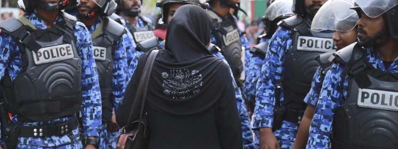 Polizeipräsenz - Foto: Mohamed Sharuhaan