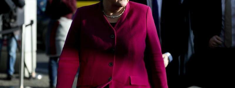 Angela Merkel - Foto: Letzte Etappe: Bundeskanzlerin Angela Merkel auf dem Weg zu den Koalitionsverhandlungen im Konrad-Adenauer-Haus. Foto:Kay Nietfeld