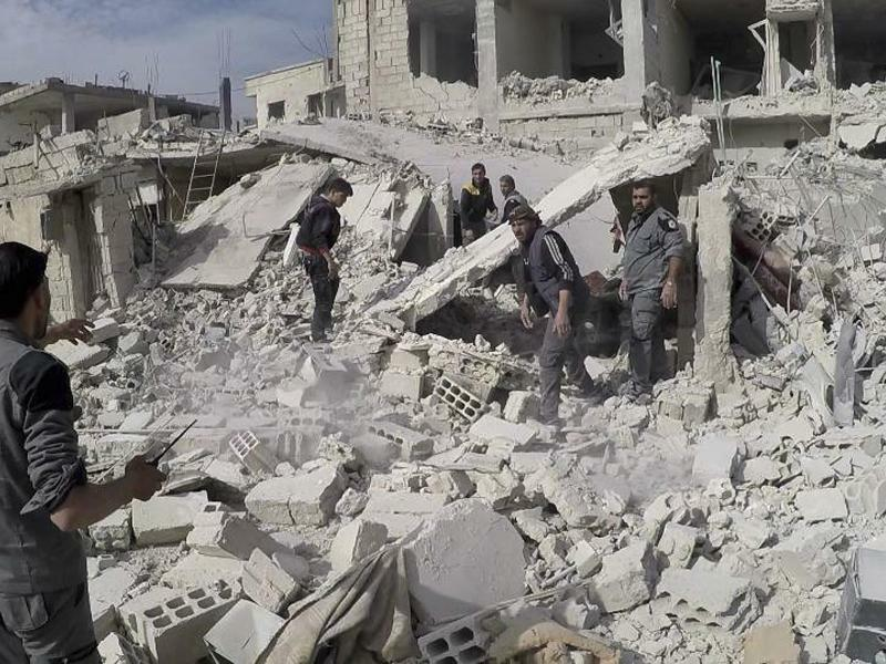 Luftangriffe bei Damaskus - Foto: Uncredited/Syrian Civil Defense White Helmets/AP