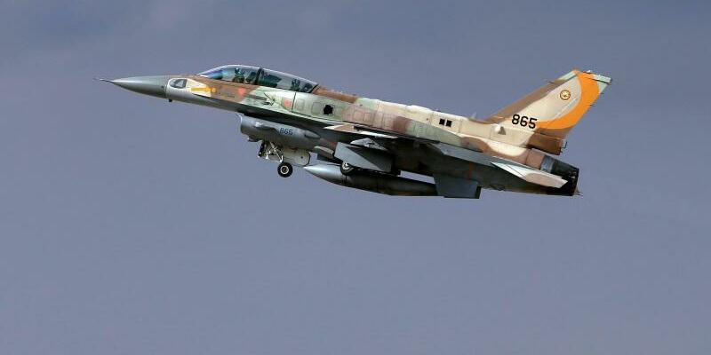 Israelisches Kampfflugzeug - Foto: Abir Sultan/EPA