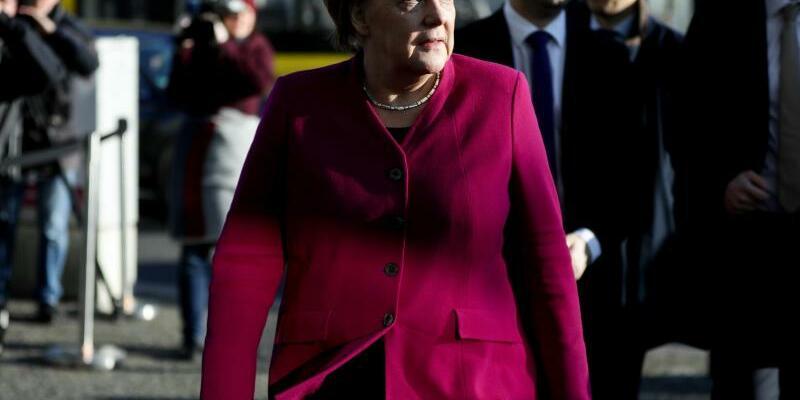 Merkel - Foto: Angela Merkel will bei einer Zustimmung der SPD-Mitglieder zu einer großen Koalition volle vier Jahre im Amt bleiben. Foto:Kay Nietfeld