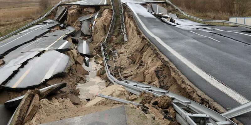 Ostseeautobahn - Foto: Der Grund für das Desaster ist ein geschlossenes Torfvorkommen unter der Autobahn. Foto:Bernd Wüstneck