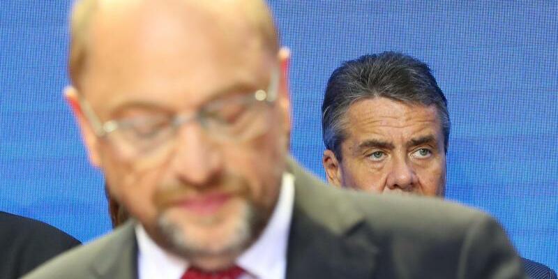Schulz und Gabriel - Foto: Gabriel hatte als Reaktion auf Schulz' beabsichtigten Wechsel ins Auswärtige Amt gesagt, seine Tochter Marie habe ihn mit den Worten getröstet: «Papa, jetzt hast du doch mehr Zeit mit uns. Das ist doch besser als mit dem Mann mit den Haaren im Gesicht.» F