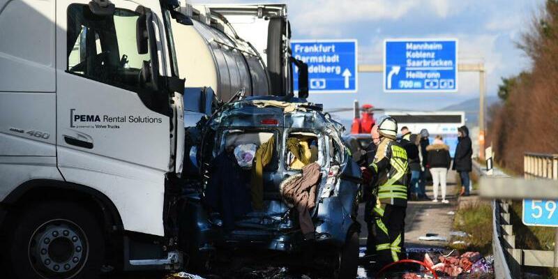 Schwerer Verkehrsunfall auf der A5 - Foto: Rene Priebe