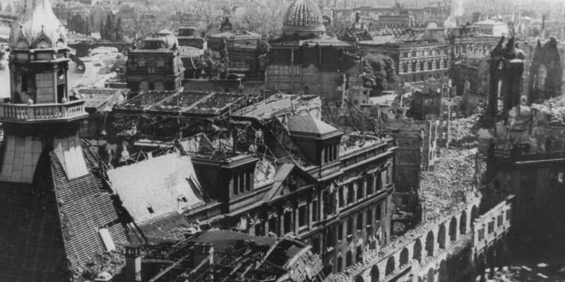 Dresden im Februar 1945 - Foto: Dresden im Februar 1945 nach der Bombardierung. Foto:Gutbrod