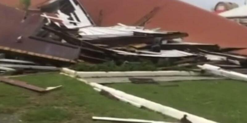 Wirbelsturm «Gita» erreicht Tonga - Foto: Ein durch Wirbelsturm «Gita» zerstörtes Haus auf der Pazifikinsel Tonga. Mit Windstößen von mehr als 200 Kilometern pro Stunde ist der Sturm über den Inselstaat gezogen. Foto:Uncredited/TVNZ