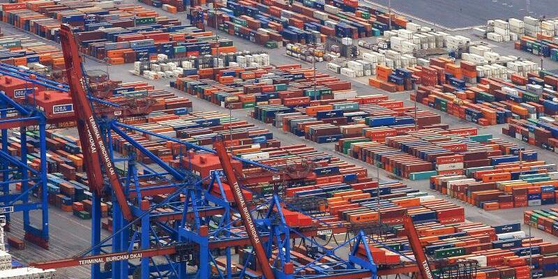 Containerumschlag im Hamburger Hafen - Foto: Christian Charisius