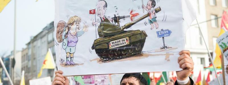 Protest gegen deutsche Panzer - Foto: Protest gegen deutsche Panzer, die von der türkischen Armee angeblich gegen Kurden in Syrien eingesetzt werden. Foto:Rainer Jensen